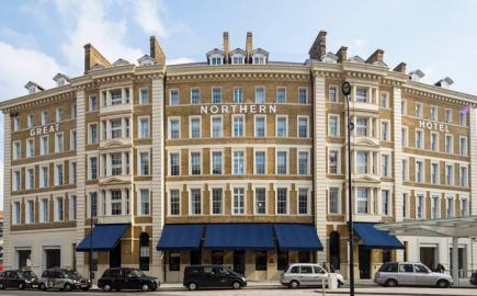 Bespoke curved Victorian Awning®s sit flush to the contour of The Great Northern Hotel