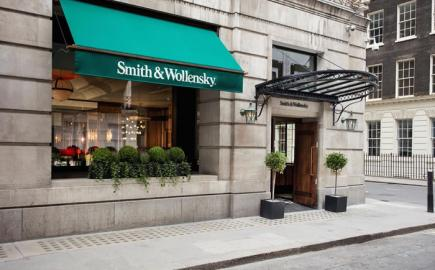 Classic style Victorian Awning® for Smith & Wollensky